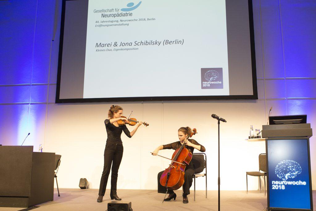 Marei (Violoncello) und Jona (Violine) Schibilsky (Berlin) umrahmten die Eröffnungsveranstaltung der GNP zur Neurowoche 2018 musikalisch
