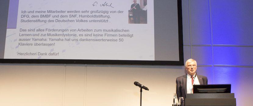 """Prof. Dr. Eckart Altenmüller (Hannover): Festvortrag """"Durch Musik ausgelöste Neuroplastizität bei Kindern"""", gehalten am 01.11.2018 in berlin (Neurowoche 2018, Eröffnungsveranstaltung der GNP)"""