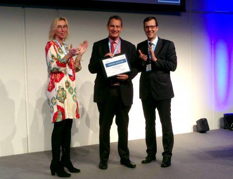 Ehrenpreis der GNP 2018: Prof. Dr. Marc Tardieu (Paris, Mitte) mit Prof. Dr. Ulrike Schara (Präsidentin GNP, links) und Prof. Dr. Volker Mall (Tagungspräsident GNP 2018, rechts)